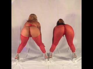 Две шикарные чёрнокожие дамы танцуют и шевелят страстно своими булочками , black woman twerk big ass , curvy , bbw , booty hot