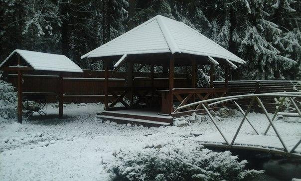 территория отеля первый снег