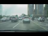 Новый транспорт передвижения верхом на страусе по городу - medium [webm]
