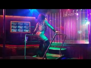 Hotline Bling. Dhq Lua Bonchinche aka Jasmine . Galaxy club show Samui.