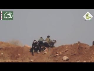 Сирия. Под ливнем пуль бойцы выносят с поля боя раненного товарища