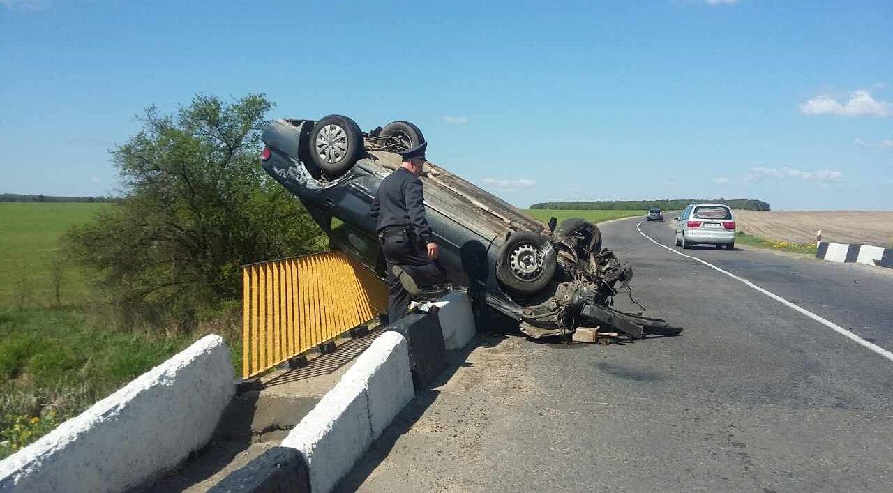 Пьяный бесправник перевернулся на мосту в Каменецком районе