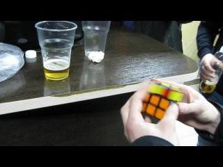 Сборка кубика рубика в баре