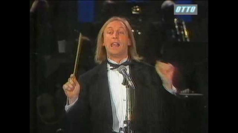 Otto Waalkes dirigiert das Paul Kuhn Ochester Dschingis Kahn