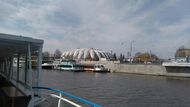Знаменитейший стадион. Почему приезжим не описывают его как краба или паука?