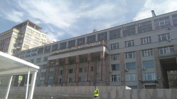 Самое странное здание, что я встретил в центре города. Плохо-плохо.