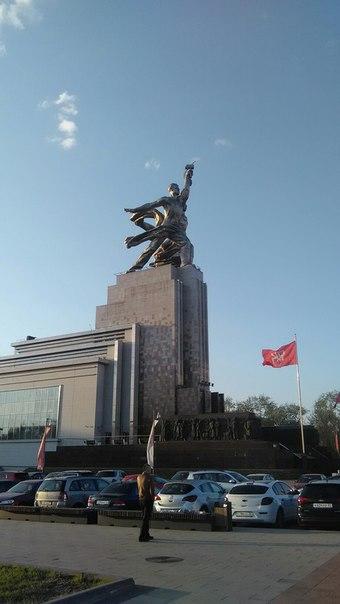 А вот и перенесённый из Парижа памятник эпохи Советской.