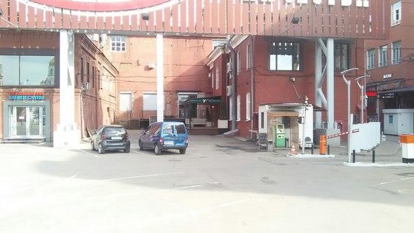Парковочный автомат поместили в гаражк=)