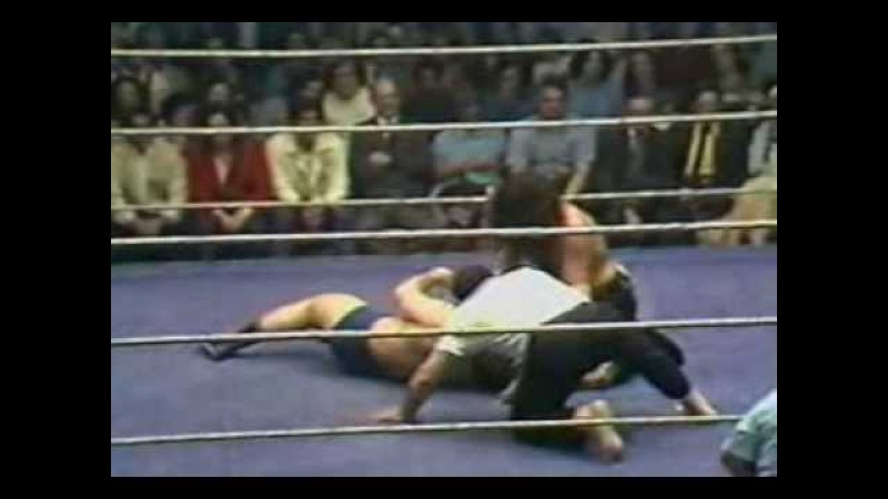 Tony Garea vs the Wolfman WWWF 1975