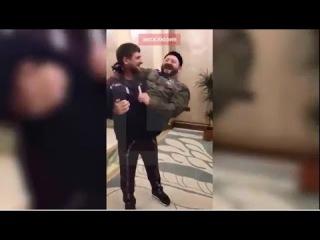 Галустян показывает Кадырову пародию на него