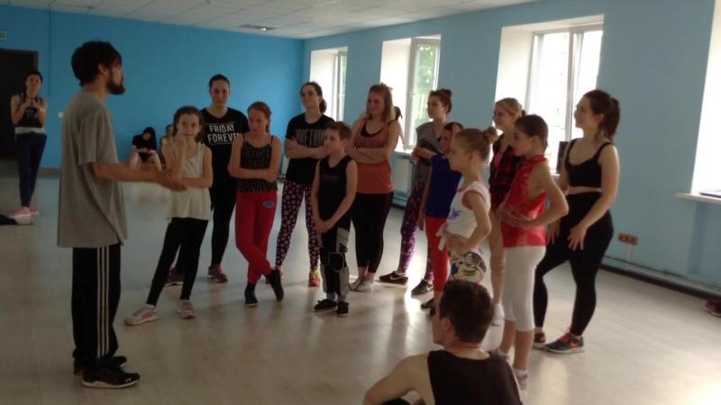 YNEK breack dance