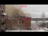 В поселке им. Свердлова горит 200 квадратных метров кровли в жилом доме