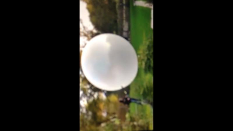 Самый большой в мире шарик взрывается