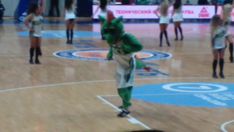 Баскетбол Матч Уникс Химки 20 02 2017 танец талисмана команды и Группы поддержки Уникс часть 3