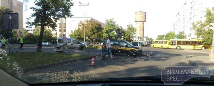 Рано утром женщина не уступила дорогу таксисту на Мицкевича, мужчина серьёзно пострадал