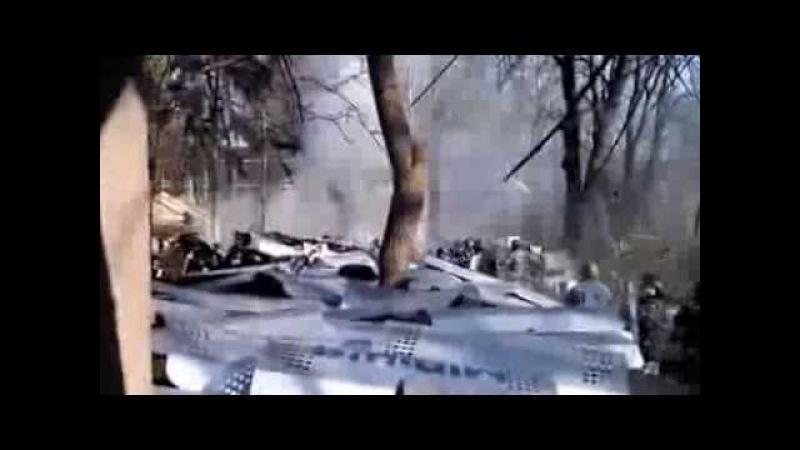 2014 02 18 Тітушки кидають каміння а Беркут гранати в мітингувальників