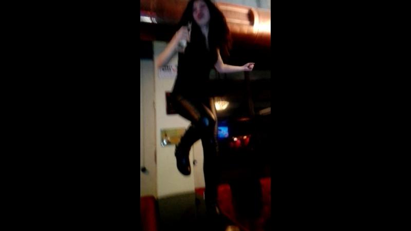 танцую под Киш Мертвыйанархист в Haratnvkz . harats_pub 😢 rock rockgirl girl тусэ party dance корольишут
