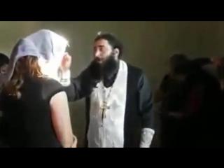 Монах грузин поет трисвятое на арамейском