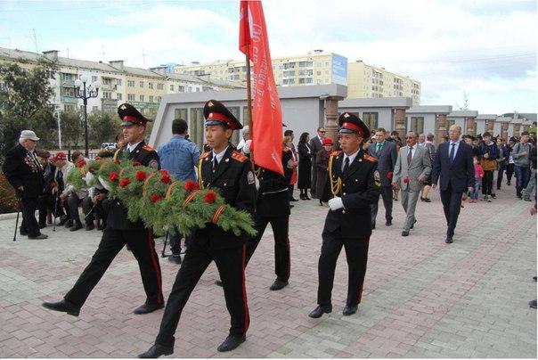 В Якутске возложили цветы к мемориалу «Солдат Туймаады»
