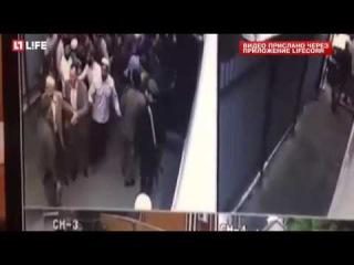 Галаевы из морга забирают тело своего брата из Назрановской ЦБ