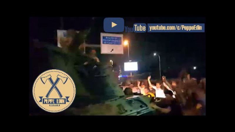 Soldato Turco picchiato perchè spara sulla folla durante attacco al carro armato. Golpe Turchia.
