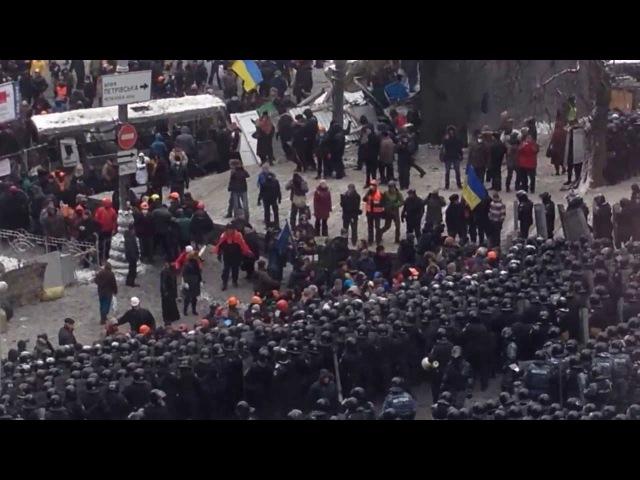 Сутички на Грушевського ВВ відтісняють людей 22 січня 12 година
