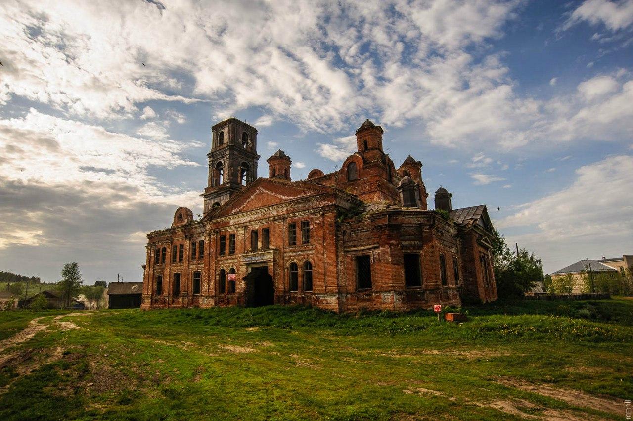 Церковь в селе Дуброво