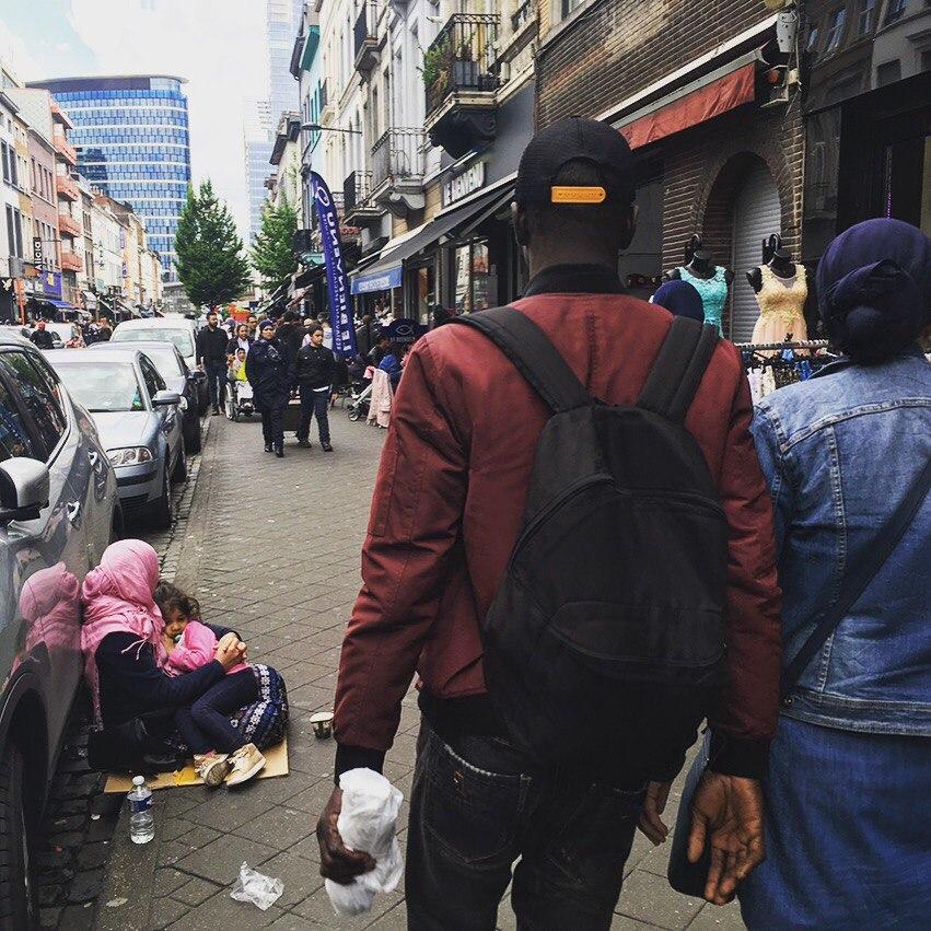 смотреть ходят по улицам жопами трясут