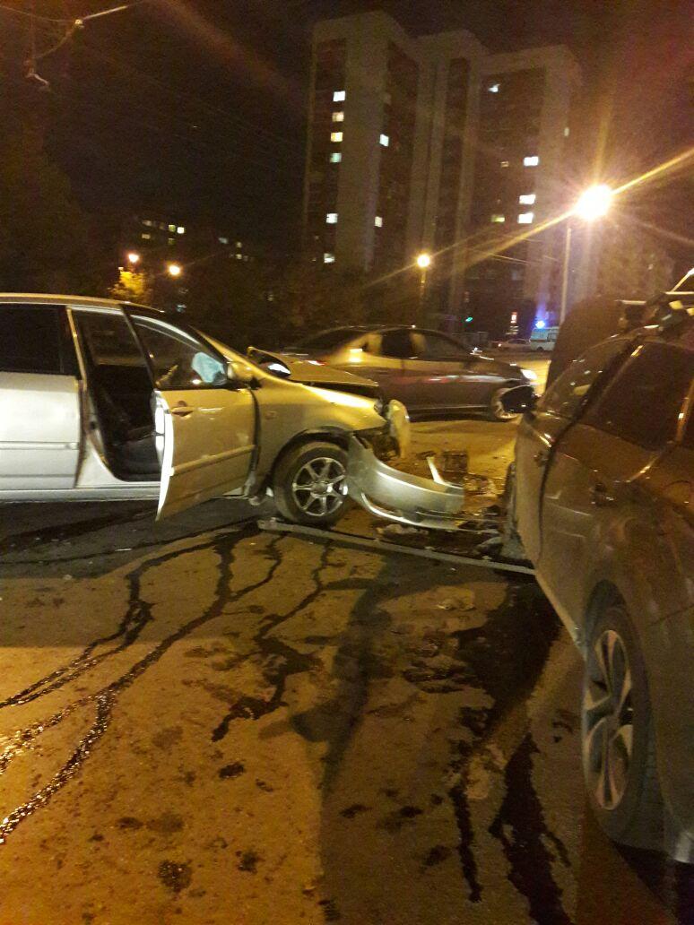В Уфе столкнулись две иномарки на улице Степана Кувыкина