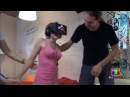 Неожиданная реакция красотки на Oculus Rift Шлем виртуальной реальности. ПРИКОЛ