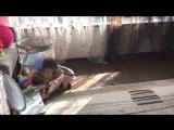 Алина и Юлиана, уборка(1годик)