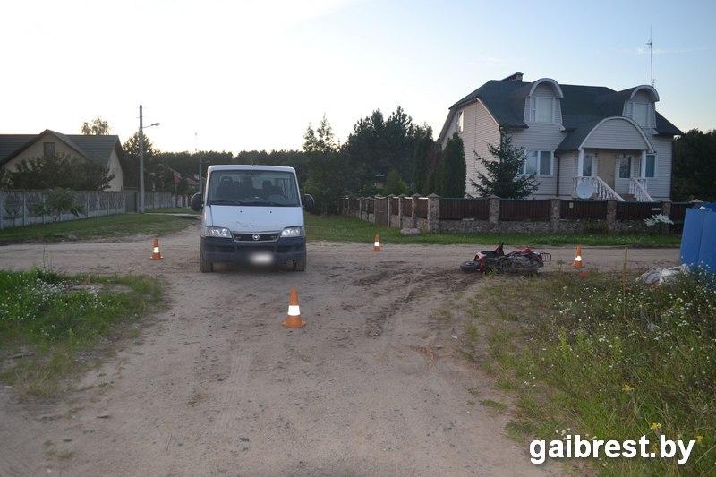 Водитель Fiat не уступил дорогу скутеру на равнозначном перекрёстке