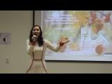 Ученица олорской средней школы танцует марийский танец и читает стихи Раисии Сунгуровой.