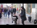 Питер. Уличные музыканты на Невском.