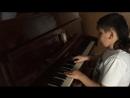 Мальчик классно играет и поет зацени