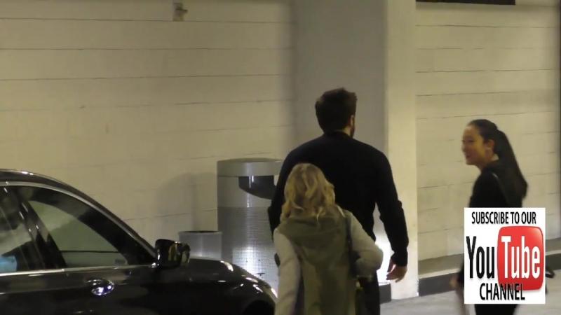 3 ноября 2016 - Джейк прибыл на скрининге фильма «Под покровом ночи» в Лос-Анджелесе