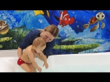 Вот такие у нас Крещенские купания. Алиса ныряет!