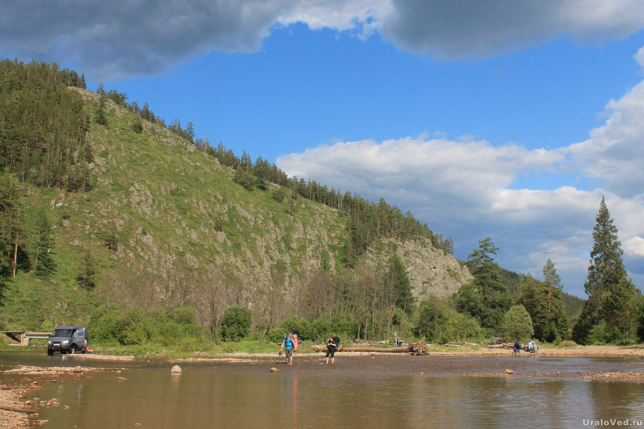 Скала на берегу реки Тирлян