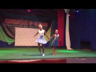 выступление звездочек Крутых бобров- Ани и Даши