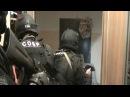СОБР штурмует квартиру со стрельбой оперативная съёмка