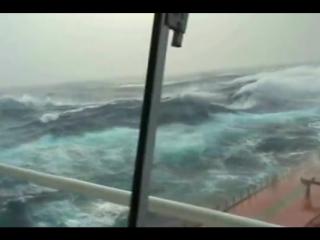 shtorm_v_indiyskom_okeane