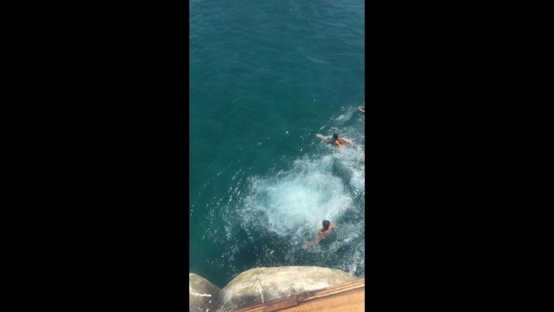 Прижок у воду з 3 палуби