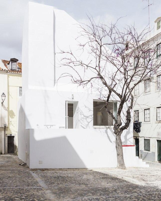 CASA DA SEVERA — УЮТНЫЙ ГОРОДСКОЙ КУЛЬТУРНЫЙ ЦЕНТР  Приятно в знойный солнечный полдень, прогуливаясь по Лиссабону, заглянуть в уютную Casa da Severa, расположенную в центре города.