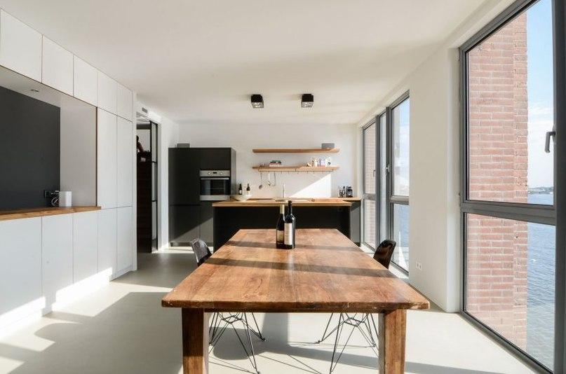 УЮТНАЯ СВЕТЛАЯ КВАРТИРА В АМСТЕРДАМЕ ОТ STANDARD STUDIO  Эта уютная светлая квартира находится в Амстердаме и носит название «The Silodam Warehouse».
