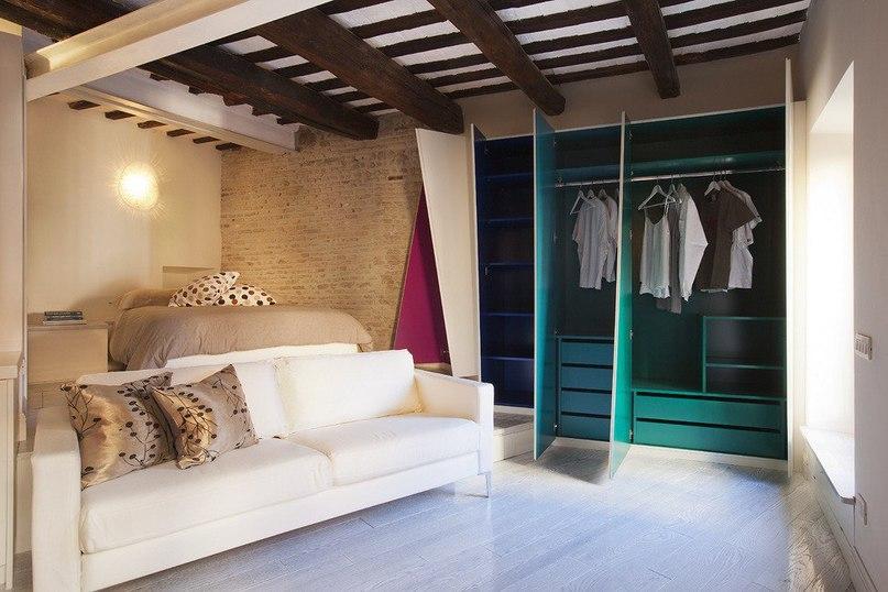 Маленькая квартира в Риме от дизайнеров Archifacturing  Дизайнеры компании Archifacturing сумели обустроить маленькую квартиру площадью 38 кв.