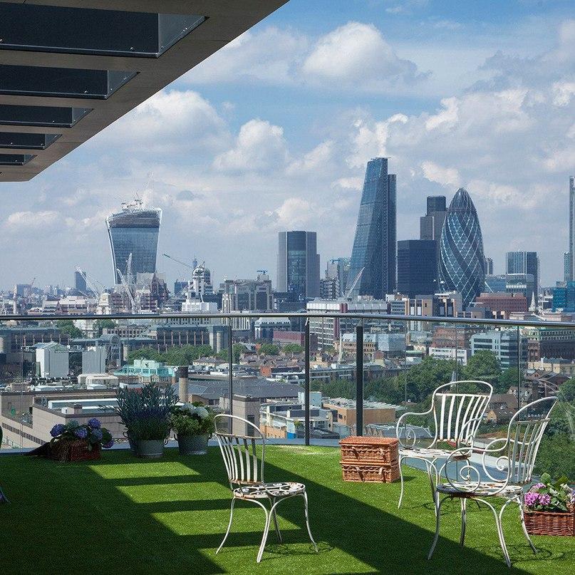 Пентхаус с панорамной террасой в Лондоне  Архитектурное бюро Amos and Amos оформило интерьер пентхауса Wapping Lane с великолепным панорамным видом в Лондоне, Великобритания.