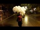 возвращались с работы. очень хотелось пешочком пройти... потеплело)) но дождик.  но людям, одаренным шарами: шарики - зонтики