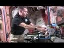 Як приготувати сендвіч в умовах невагомості – відео з МКС