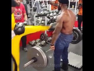 Суровая тренировка бодибилдера