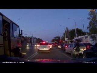 Чтобы сесть в автобус в России, ты должен уметь добежать до встречной полосы с препятствиями